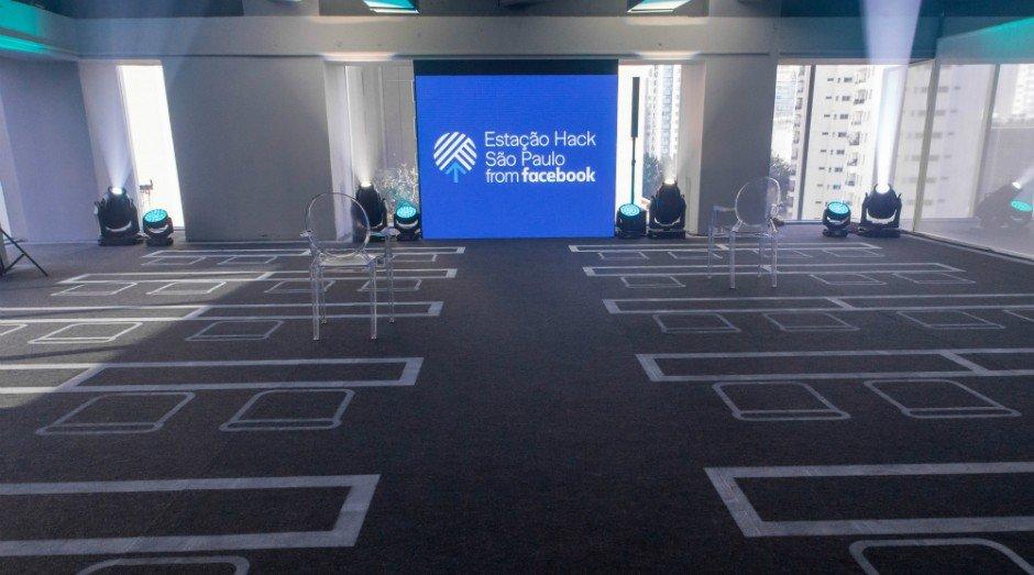 auditório para treinamento na Estação Hack do Facebook em São Paulo