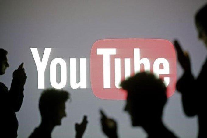 Imagem de pessoas com o logo do YouTube ao final para ilustrar as novas regras